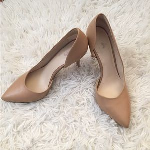 Brooks Brothers tan pumps